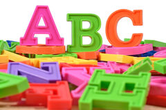 塑料色的字母表在ABC上写字 免版税图库摄影