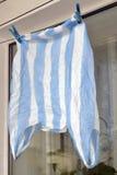 塑料袋在晒衣夹,第二个生活包裹烘干 库存图片
