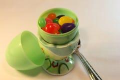 塑料鸡蛋用软心豆粒糖 免版税库存图片