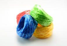 塑料绳索卷在白色背景的 免版税库存照片