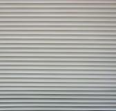 塑料水平的板条定了调子对白色灰色反对黑暗的背景 作为纹理 图库摄影