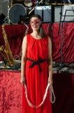 塑造与与红色长的圆礼服,有黑腰带级选手的长的红色裤子裙子的庄重装束 库存图片