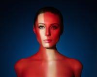 塑造典雅的赤裸少妇艺术画象  免版税图库摄影