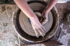 塑造在横式转盘的儿童手碗 免版税库存照片