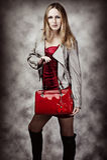 塑造性感的妇女纵向有袋子的 库存图片
