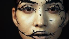 塑造特写镜头式样女性慢动作画象有惊人的创造性的构成的 股票录像