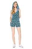 塑造穿时兴的夏天衣裳的年轻壮观的妇女照片  免版税库存照片