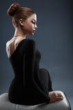 塑造美丽的夫人照片典雅的晚礼服的 库存图片
