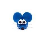 塑造鼠标的蓝色黏土 免版税图库摄影