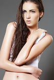 塑造头发长的模型发光的亭亭玉立的&# 免版税图库摄影