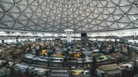 塔什干,乌兹别克斯坦- 2019年1月:Chorsu义卖市场内部Timelapse夹子,在塔什干,乌兹别克斯坦 影视素材