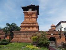 塔伊斯兰教的清真寺或红色尖塔 库存照片