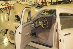 1948年塔克汽车侧视图  免版税库存照片