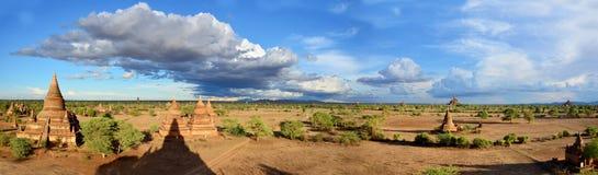 塔全景在缅甸的Bagan考古学区域 免版税库存图片
