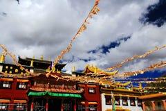 塔公乡寺庙,一个著名萨迦派藏传佛教寺庙 免版税库存照片