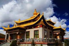 塔公乡寺庙,一个著名萨迦派藏传佛教寺庙 免版税图库摄影