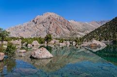 塔吉克斯坦的庄严山湖 免版税图库摄影