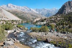 塔吉克斯坦的庄严山湖 库存图片