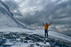 塔吉克斯坦的愉快的登山家 库存图片