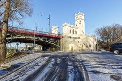 塔和一个楼梯对桥梁 库存照片