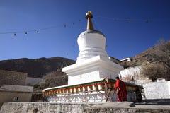 塔和喇嘛--哲蚌寺 免版税库存图片