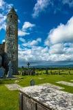 塔和坟园Cashel岩石的在爱尔兰 图库摄影