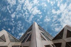 塔和天空 免版税库存图片
