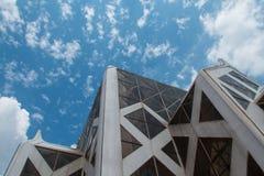 塔和天空 免版税库存照片