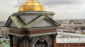 塔和看法从圣以撒` s大教堂, StPetersburg柱廊  股票视频