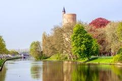 水塔和运河 免版税库存图片
