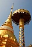 塔在Wat Pong Sanook有bluesky背景,泰国 免版税库存图片