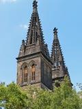 塔寺庙圣皮特圣徒・彼得和保罗在布拉格Vysehrad 库存图片