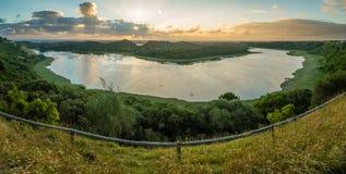 塔小山湖全景在日落的澳大利亚 图库摄影