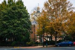塔尔博特县法院大楼和秋天颜色,在伊斯顿, Maryla 免版税库存照片