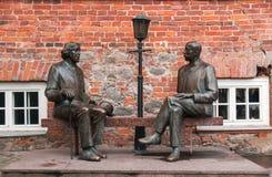 塔尔图,爱沙尼亚,2014年11月11日:对王尔德和Eduard王尔德的纪念碑 免版税库存照片