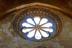 塔尔奎尼亚圆花窗在圣徒玛丽亚教会里城堡的 免版税库存照片