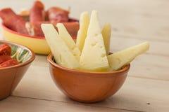 塔帕纤维布、manchego乳酪和被治疗的火腿 图库摄影