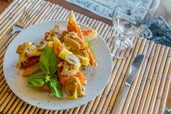 塔帕纤维布开胃菜在小室外餐馆 图库摄影