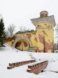 塔废墟在公园 免版税库存图片