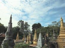 塔庭院在Khmer& x27的; s塔 库存照片