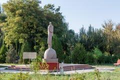 塔拉兹,哈萨克斯坦- 2016年8月14日:爱的纪念碑 图库摄影