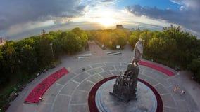 塔拉斯・舍甫琴科纪念碑timelapse在有他的战斗机的诗图象的舍甫琴科公园自由的 影视素材