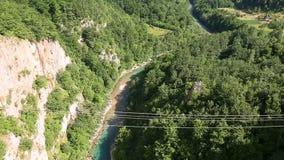塔拉河黑山峡谷塔拉杜米托尔国家公园地区 山河夏日,对美好的自然的空中birdseye视图 股票视频