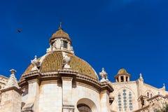 塔拉贡纳,西班牙- 2017年10月4日:塔拉贡纳大教堂宽容大教堂在一个晴天 复制文本的空间 免版税库存图片