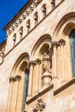 塔拉贡纳,西班牙- 2017年10月4日:塔拉贡纳大教堂宽容大教堂的大厦的门面的看法晴朗的 免版税库存图片