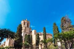 塔拉贡纳,西班牙- 2017年10月4日:塔拉贡纳大教堂宽容大教堂的看法在一个晴天 复制文本的空间 库存照片
