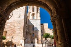 塔拉贡纳,西班牙- 2017年10月4日:塔拉贡纳大教堂宽容大教堂的看法在一个晴天 特写镜头 库存照片