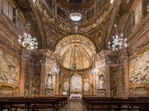 塔拉贡纳,西班牙- 2017年10月4日:塔拉贡纳天主教徒大教堂大教堂的内部  复制文本的空间 图库摄影
