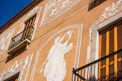 塔拉贡纳,西班牙- 2017年10月4日:大厦特写镜头的门面的看法 免版税库存照片