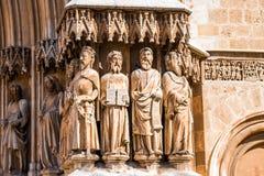 塔拉贡纳,西班牙- 2017年10月4日:大教堂天主教徒大教堂 在大厦的门面的雕塑 特写镜头 免版税库存照片